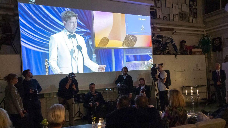 Skuespillerne Lars Ranthe, Magnus Millang og Susse Wold og holdet bag filmen Druk så årets Oscar-uddeling hos Zentropa.