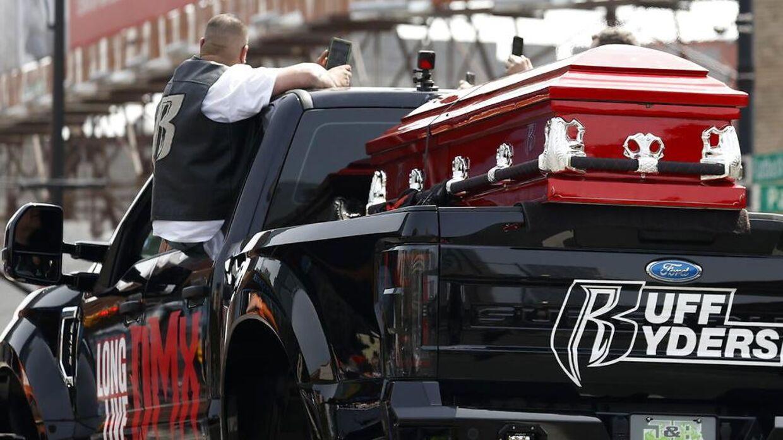 Søndag blev rapperen DMX begravet i New York. Foto EPA/JASON SZENES