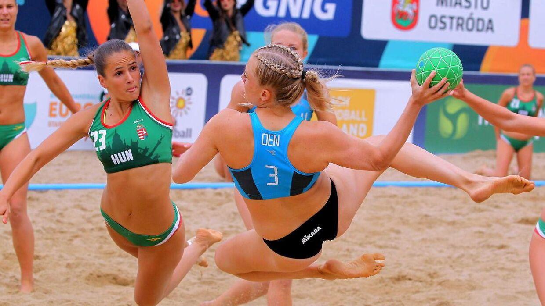 Det er tid til forandring i strandhåndbold, hvor der, hvis det står til DHF, ikke længere skal stilles krav om at spille i bikini.