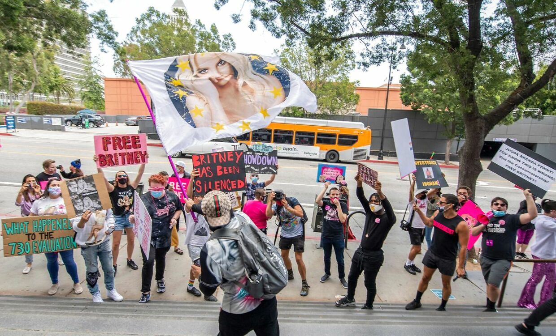 Britney Spears-støtter var forsamlet foran retten i Los Angeles tirsdag, da der var høring i sagen.