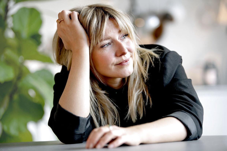 Influencer og tidligere skuespiller Carla Chloe Mickelborg har skrevet en bog om sit, til tider anstrengende, forhold til sin mor.