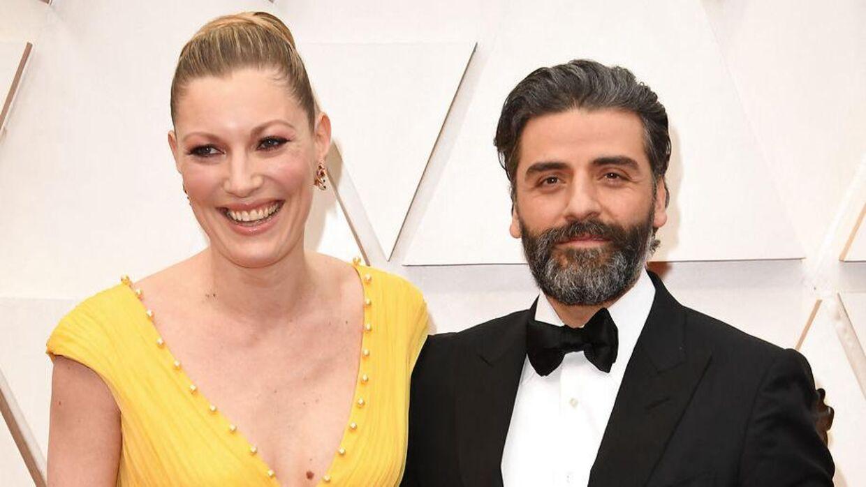 Elvira Lind er gift med Hollywood-stjernen Oscar Isaac, der spiller med i hendes film 'The Letter Room'. Her er de til Oscar-uddelingen i 2020.