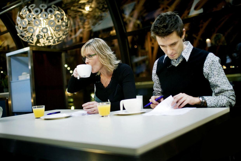 Det var i 2007, at Morten Resen satte sig tilrette i 'Go' morgen Danmark's værtsstol. Her ses han med medvært, Line Baun Danielsen.