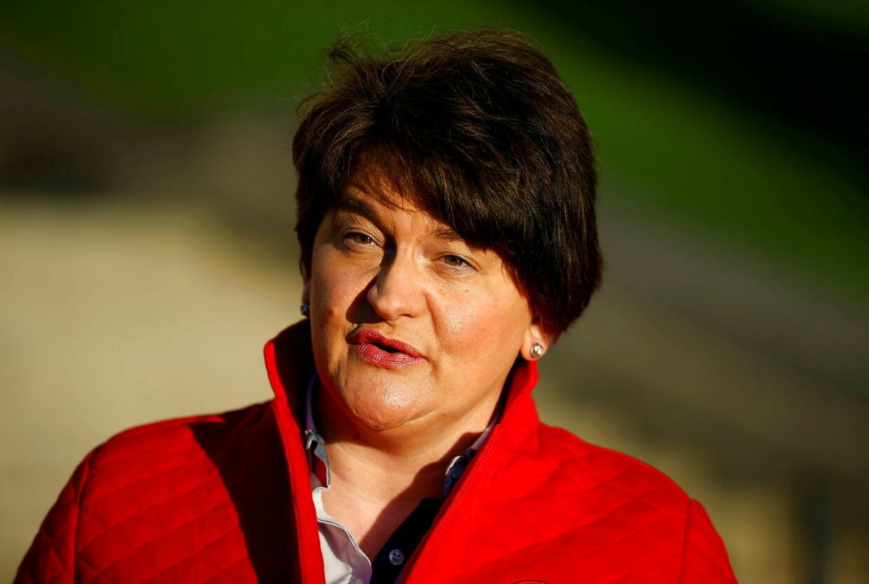 Nordirlands førsteminister Arlene Foster har valgt at træde af, efter hendes lederskab er blevet udfordret.