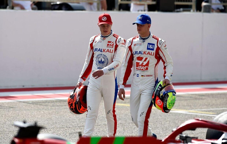 Mick Schumacher og Nikita Mazepin har store problemer med Haas-raceren. (Photo by Mazen MAHDI / AFP)