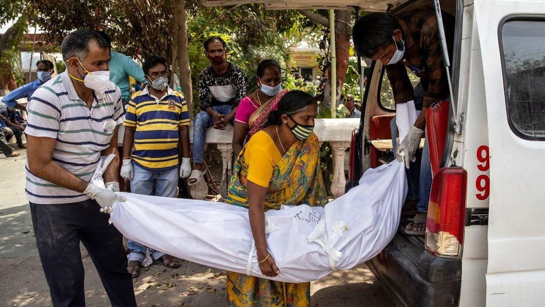 Over 3000 mennesker dør for tiden dagligt af corona i Indien.