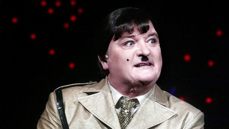 Steen Springborg spilleder Hitler i Det Ny Teaters udgave af 'Forår for Hitler'.