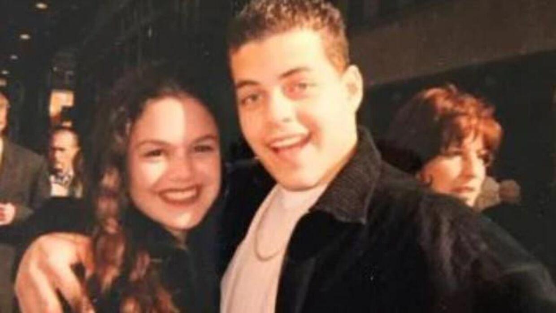 Det er dette billede, som skabte røre. Her ses Rami Malek og Rachel Bilson i deres unge dage.