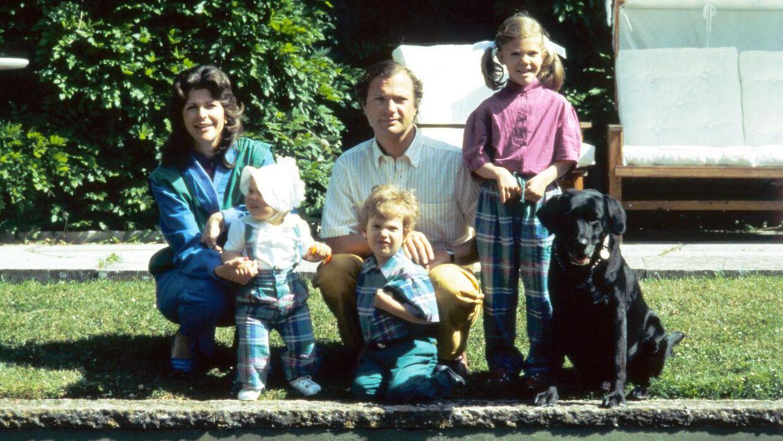 Carl Gustaf og dronning Silvia med deres tre børn i 1983.