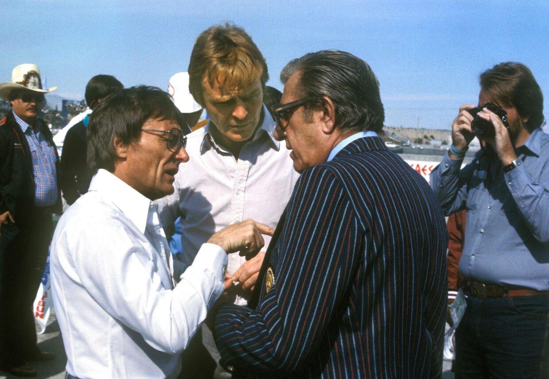 Bernie Ecclestone (t.v.), Max Mosley og FIA-præsident Jean-Marie Balestre i diskussion under Tysklands Grand Prix 1980.