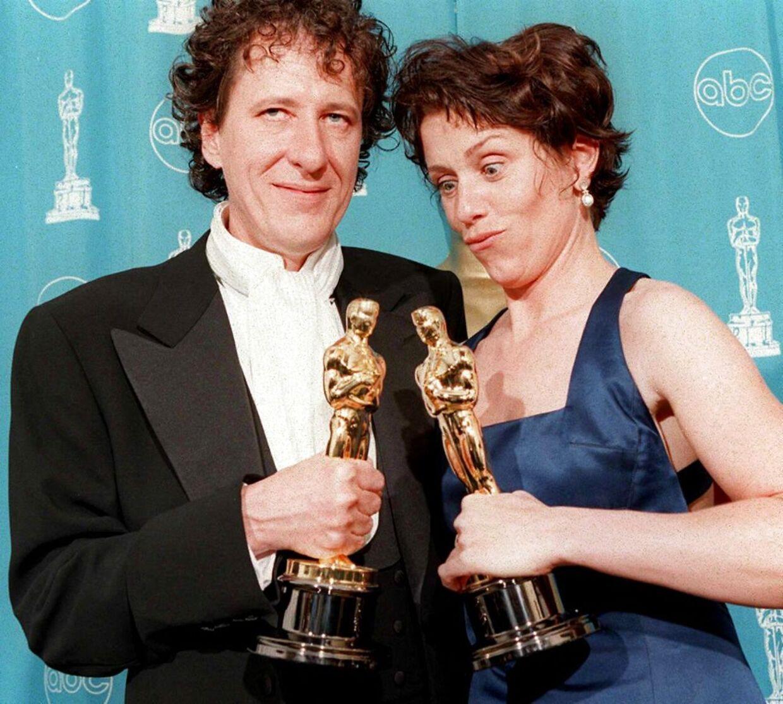 Geoffrey Rush og Frances McDormand fotograferet under Oscar-uddelingen i 1997. Her vandt sidstnævnte en Oscar for sin rolle i 'Fargo'.