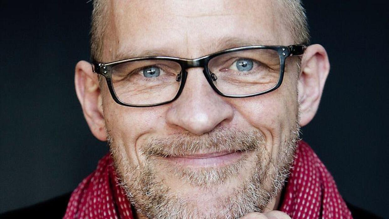 Lars Bom har indrettet et lydstudie i sit sommerhus, hvor han kan indtale bøger.