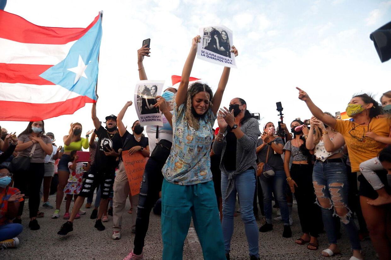 Mange var gået i gaderne for at protestere mod drabet.