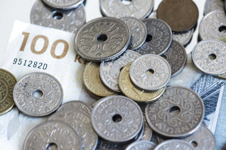 (ARKIV) Penge fotograferet i København torsdag den 26. juli 2018. Et rentefrit familielån eller et arveforskud kan betyde, at du kan undgå bankens negative renter. Men overvej først, om du kan undvære den del af din opsparing. Det skriver Ritzau, onsdag den 18. november 2020.. (Foto: Kristian Djurhuus/Ritzau Scanpix)