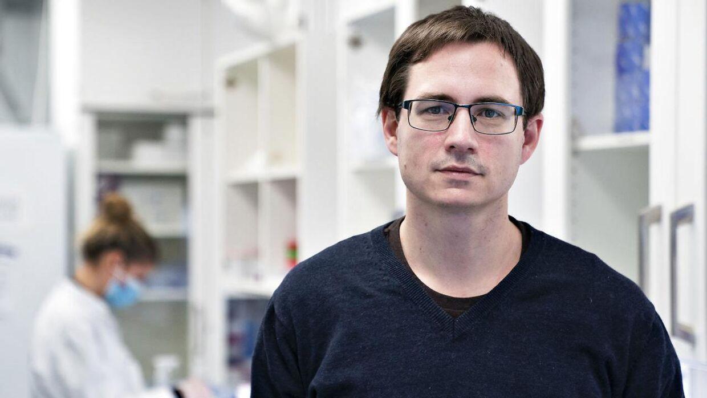 Professor Mads Albertsen og hans forskerhold står for at gensekventere positive coronaprøver, så man kan undgå, at mutationer spreder sig i samfundet.