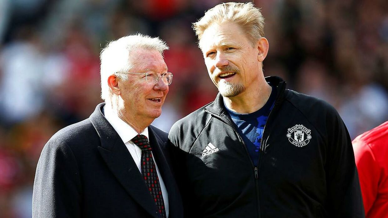 Peter Schmeichel med tidligere manager Alex Ferguson. Ferguson har selv været manager under Glazer-familien.