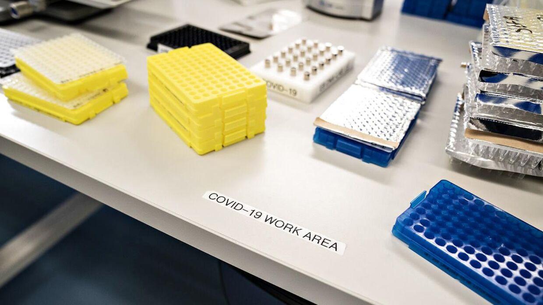 Frem til 30. juni i år vil forskerne gensekventere positive coronaprøver. Herefter bliver det en opgave for regionerne og hospitalerne.
