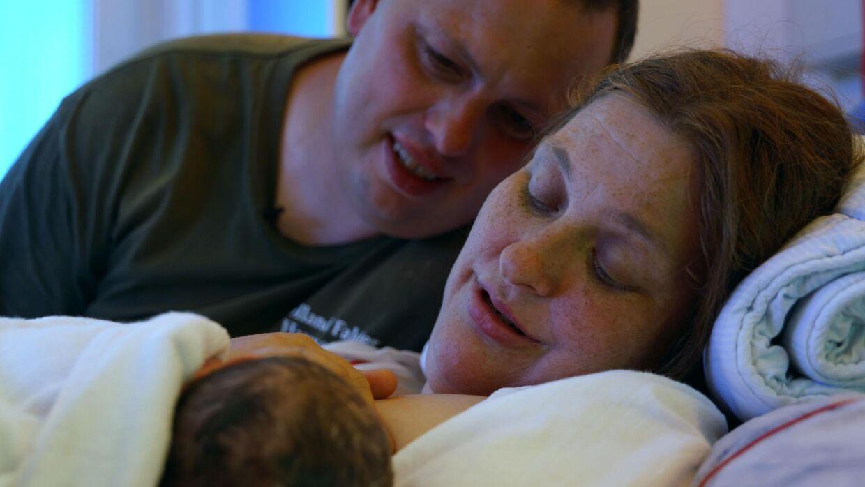 Parret med deres søn, Martin, der er blevet tvangsbortadopteret. Foto: Kristian Friis/TV 2.