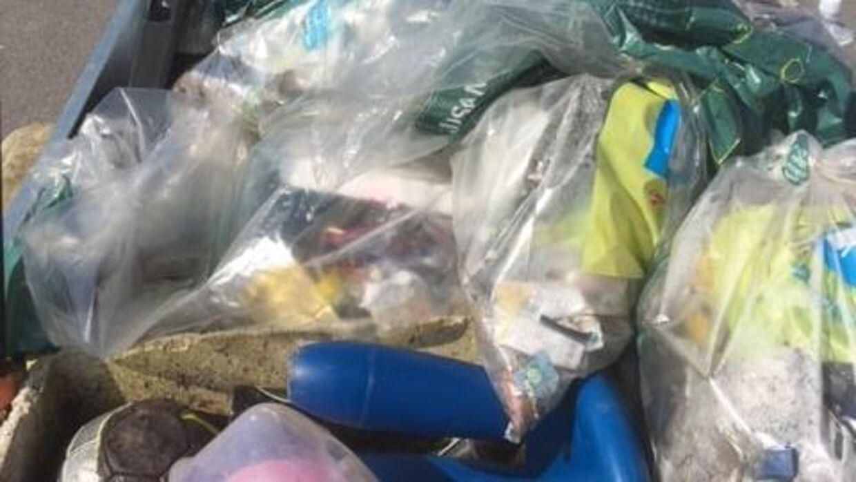 Bunker med skrald, herunder tusindvis af mundbind, blev fundet i april. Foto: Hanne Hede