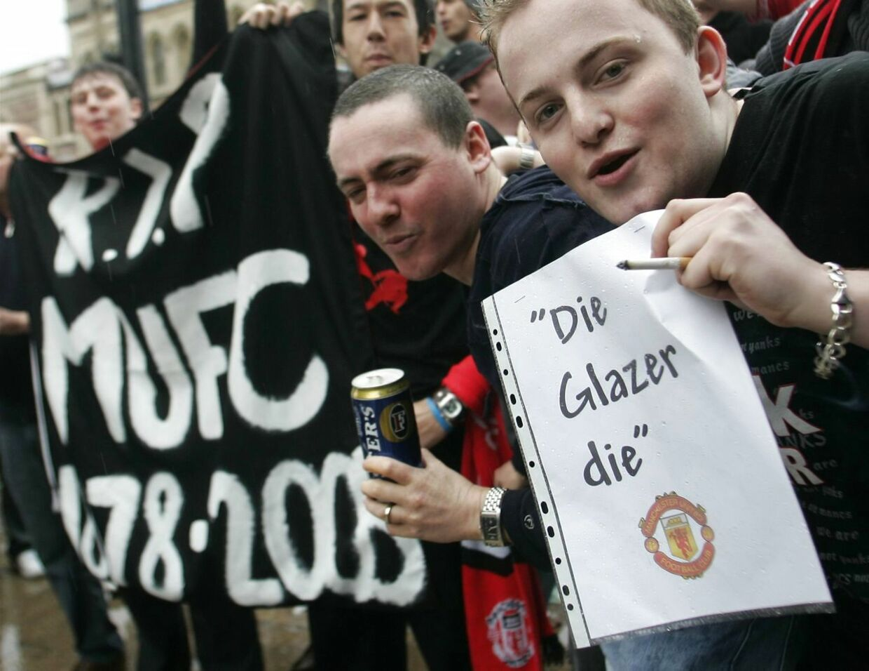 Fans protesterer mod Glazers i 2005.