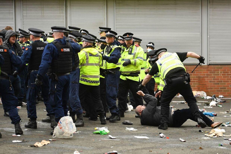 Der var voldsomme protester mod Glazer-familien omkring Old Trafford forud for søndagskampen mod Liverpool.