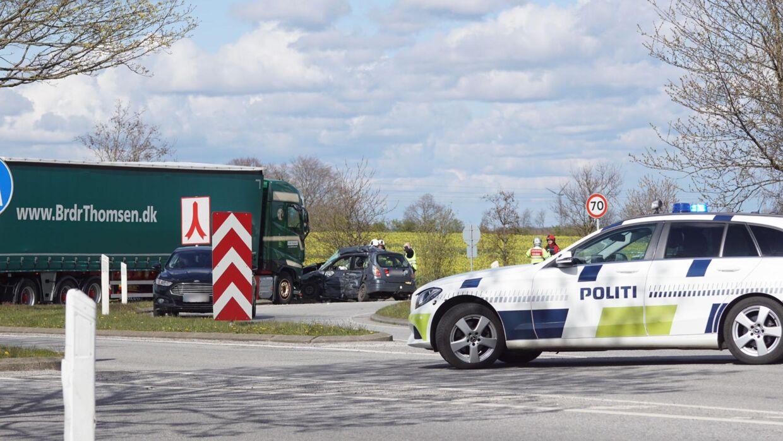 En lastbil har ramt en personbil i i Vojens.