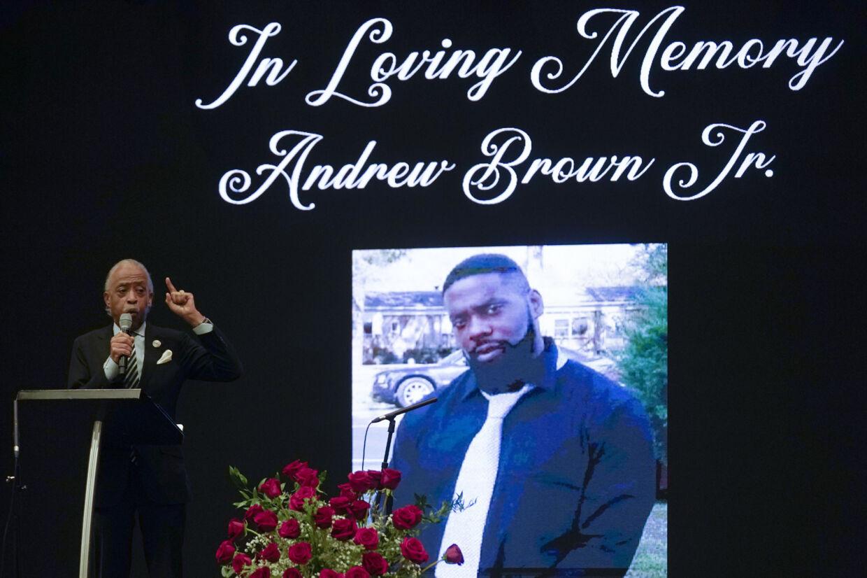 Præsten Al Sharpton talte mandag ved Andrew Browns begravelse i Fountain of Life Church i Elizabeth City i delstaten North Carolina. Gerry Broome/Ritzau Scanpix