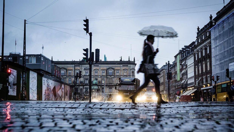 Det bliver en både grå og våd tirsdag, melder DMI. (Arkivfoto)