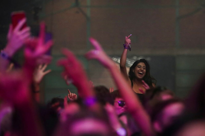 Her ses et billede fra festen i fredags i Liverpool.