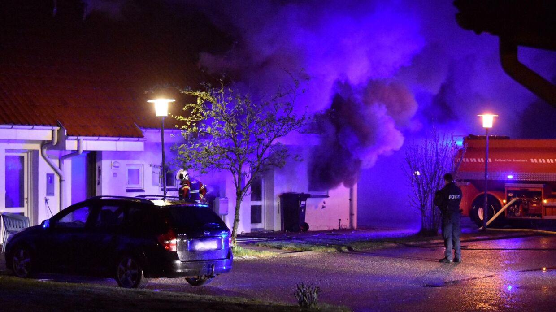 Politiet måtte evakuere naboejendommene.