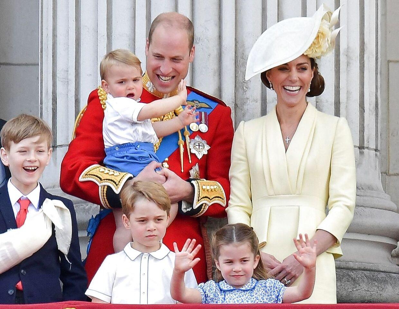 William og Kate fotograferet med deres tre børn i sommeren 2019. Det britiske monarki overlever ikke deres tid, mener en britisk forfatter med indsigt i kongehuset. (Arkivfoto)