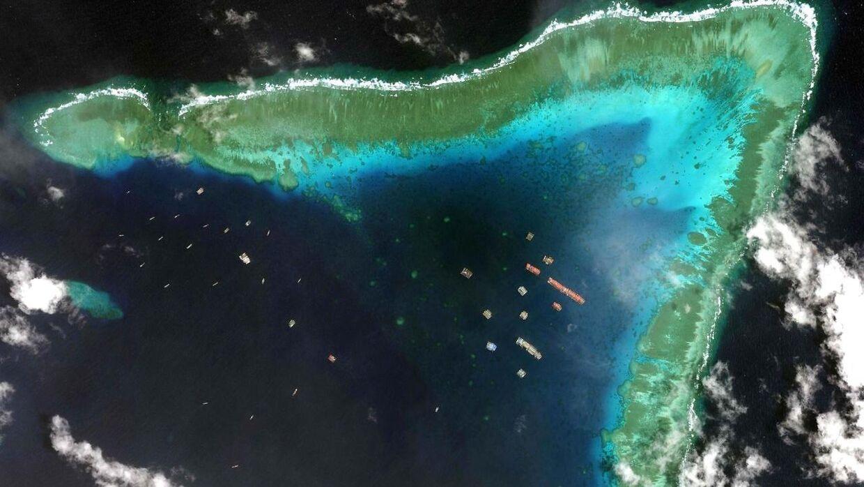 Her ses de kinesiske fartøjer ved Whitsun-revet – kun cirka 175 sømil fra Filippinerne.