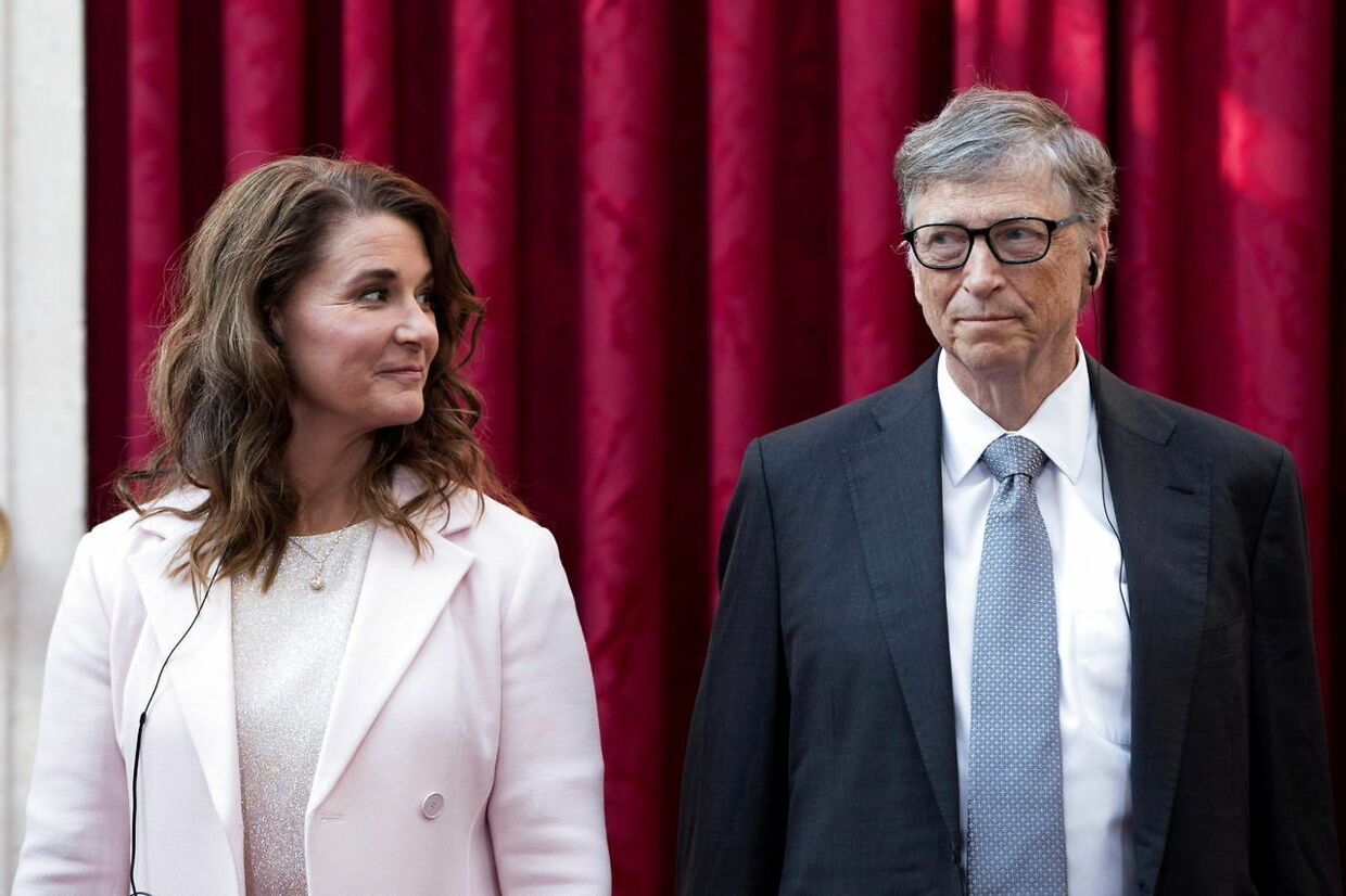 FILE PHOTO: Philanthropist and co-founder of Microsoft, Bill Gates (R) and his wife Melinda listen to the speech by French President Francois Hollande, prior to being awarded Commanders of the Legion of Honor at the Elysee Palace in Paris, France, April 21, 2017. REUTERS/Kamil Zihnioglu/Pool/File Photo