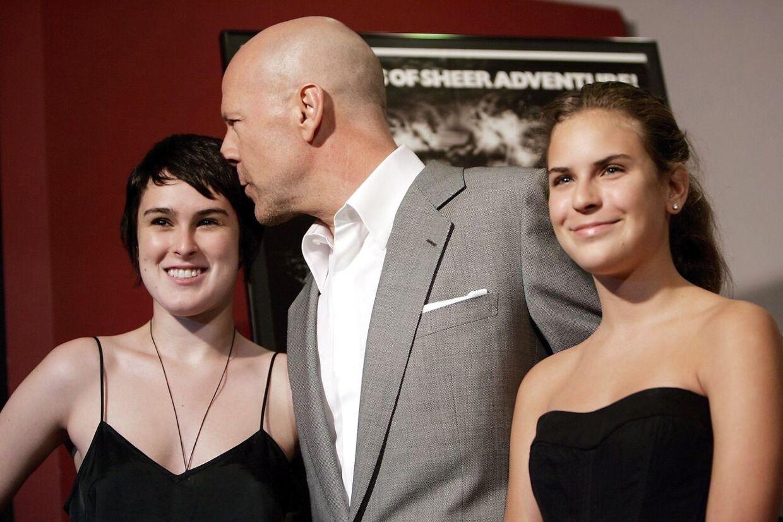 Bruce Willis med Rumer og Tallulah i 2007. EPA/STEFAN ZAKLIN