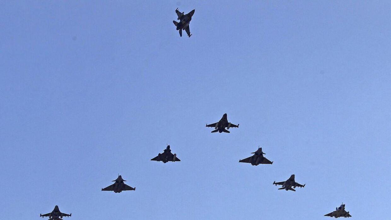 F-16 fly fra Forsvaret brød torsdag formiddag lydmuren over Fyn. Billedet er hentet i arkivet og viser altså IKKE den omtalte situation. (Arkivfoto)