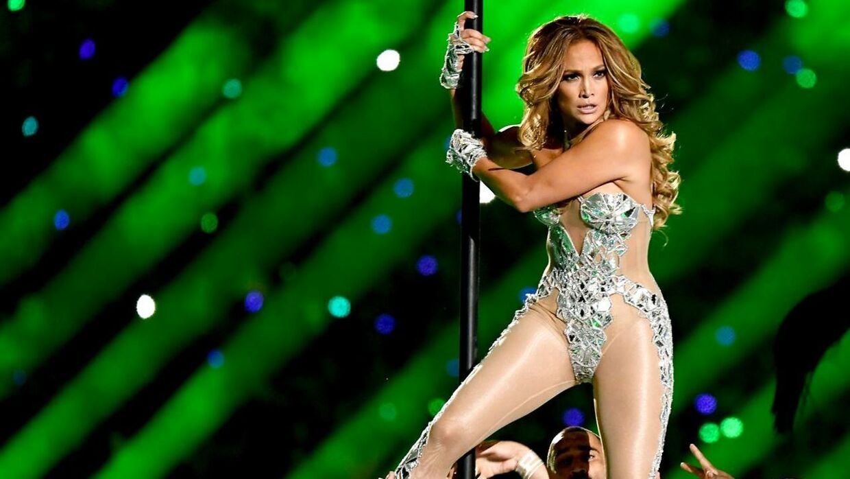 Jennifer Lopez er kendt for sine vilde danseshow – her under Super Bowl i 2020.