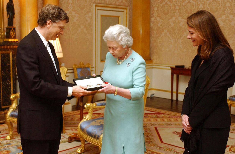 Bill Gates blev i 2005 slået til ridder af den britiske dronning. Da han ikke er britisk statsborger, kan han dog ikke tituleres 'Sir'.