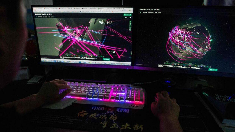 Et sikkerhedsbrist i en chip giver hackere mulighed for at bryde ind i op mod fire ud af 10 af verdens mobiltelefoner.