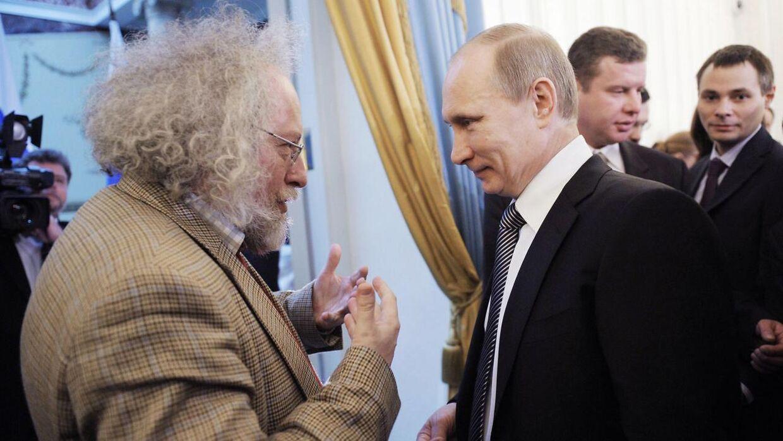 Vladimir Putin (th) i samtale med Alexey Venediktov i 2012.