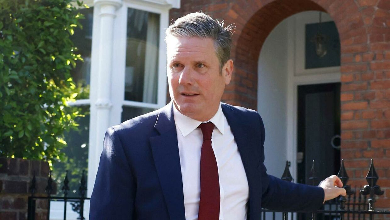 Labour-leder Keir Starmer ser ud til at være regionalvalgets store taber. Her forlader han sit hjem i London tidligere i dag. Foto: Tolga Akmen/AFP