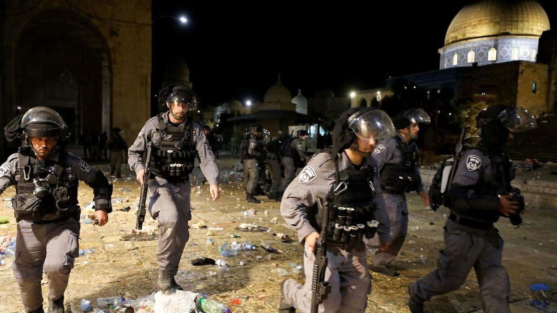 178 palæstinensere og seks betjente er kommet til skade under sammenstød ved al-Aqsa-moskéen i Jerusalem.