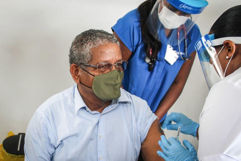 Præsident Wavel Ramkalawan gik selv foran i vaccinationsprogrammet og lod sig vaccinere i januar. (Arkivfoto)