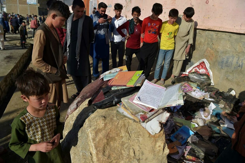 Eleverne på pigeskolen havde lige fået fri, da bomben eksploderede. Mindst 58 er dræbt – og 150 andre såret.