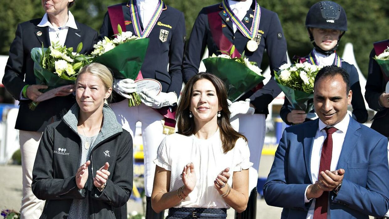 Kronprinsesse Mary deltager tit ved hestearrangementer. Her ses hun sammen med Lego-arving Agnete Kirk Thinggaard.