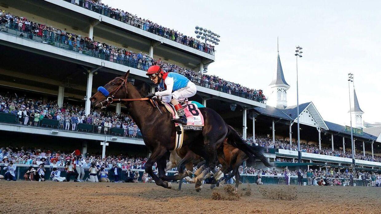 Medina Spirit bliver redet af jockeyen John Velazquez.