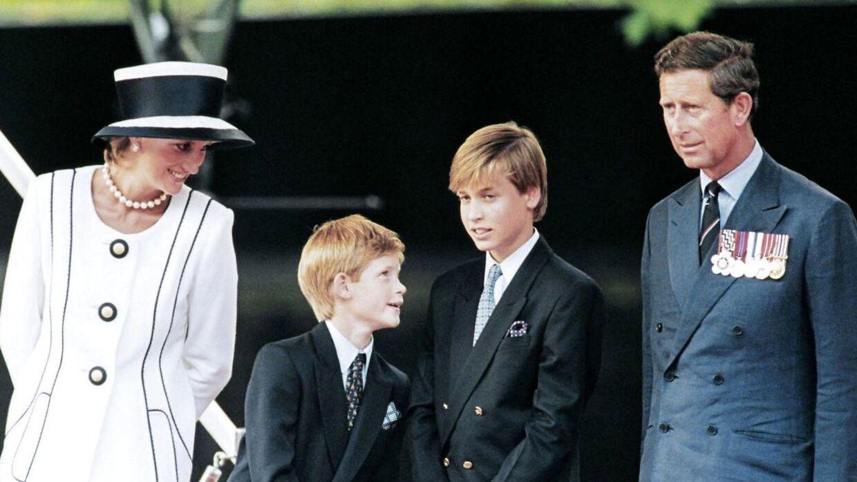 Det er i forbindelse med afsløringen af en ny statue, der skal ære deres afdøde mor, at William og Harry skal mødes igen.