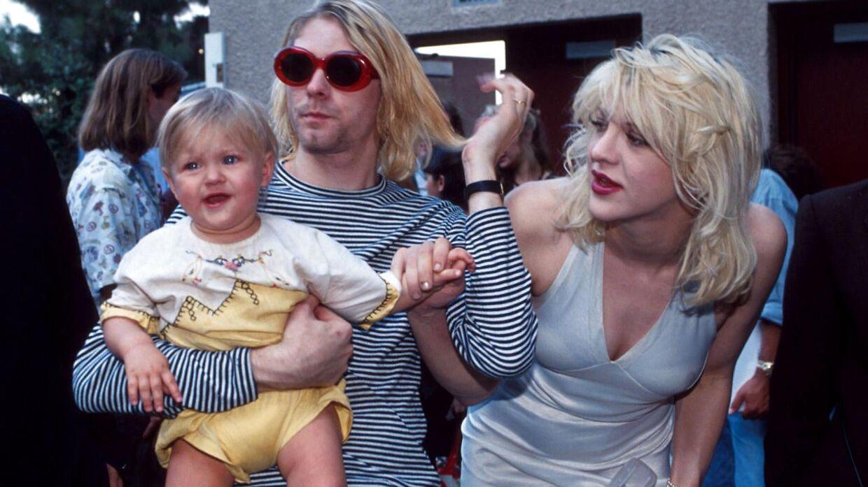 Arkivfoto af Kurt Cobain med sin hustru, Courtney Love, og datteren Frances Bean Cobain i New York City i 1993.