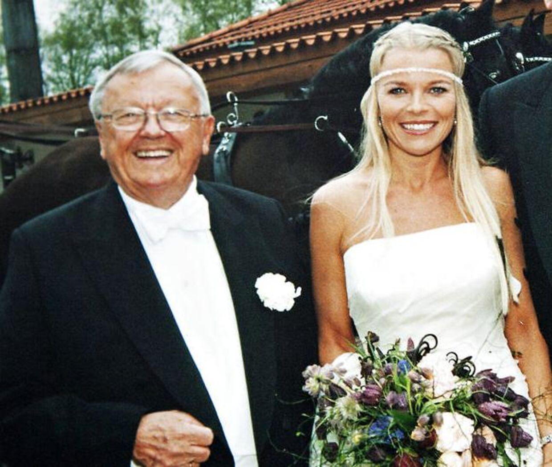 Katerina Pitzner har været gift en enkelt gang med en 17 år ældre svensker, der er far til to af hendes børn. Her ses hun med faderen til sit bryllup.