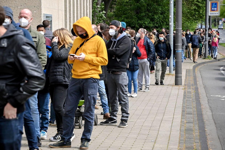 I Köln lokkede de frivillige vacciner mange tyskere til vaccinecentrene. Foto: Scanpix/ SASCHA STEINBACH