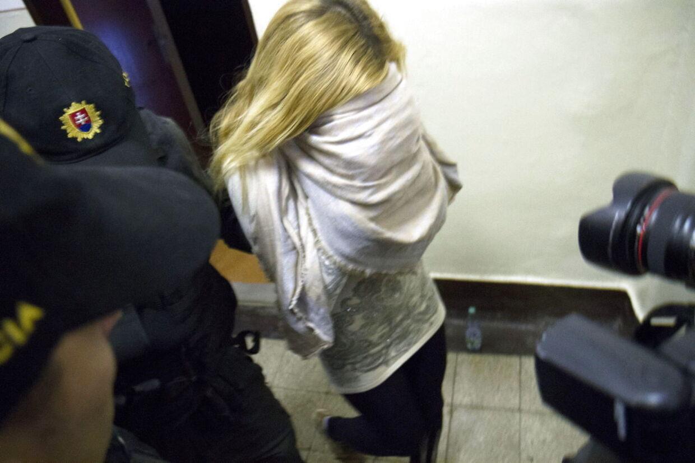 Mayka Kukucova i forbindelse med sin arrestation i hjemlandet.